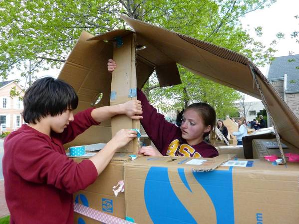 Sarah Simon, 14, right, helps Nick Lin, 14, set up a roof for their cardboard house at First Presbyterian Church of Deerfield as part of a homelessness awareness event. (Aimee Y. Chen, Chicago Tribune / May 11, 2013)