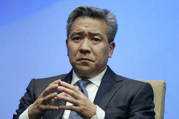 Kevin Tsujihara, the recently installed Warner Bros. CEO, named his management team on Wednesday.