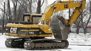 (Reuters) - Caterpillar Inc and China-based Mining Machinery Ltd said on Thursday they have settled outstanding issues related to Caterpillar's acquisition of mining equipment firm ERA and its Siwei unit through a reduction in the purchase price.