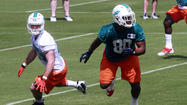 Dolphins rookie tight end Dion Sims, the fourth-round pick from Michigan State, has signed his contract with the team, the Dolphins announced Friday.