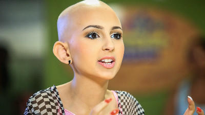 Cancer cover girl rallies to launch fashion line