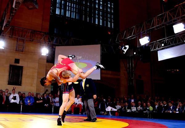 Kyle Dake of the USA takes down Hassan Tahmasebi of Iran.