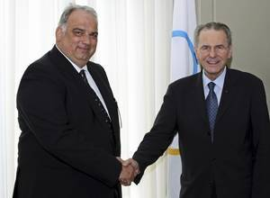 Nenad Lalovic meets IOC President Jacques Rogge to discuss wrestling's Olympic future.  (FILA photo)