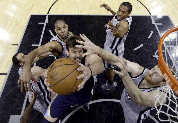 The San Antonio Spurs' defense smothers Memphis Grizzlies big man Marc Gasol in the paint.