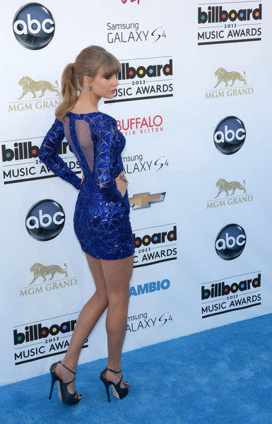 Singer Taylor Swift arrives on the red carpet at the 2013 Billboard Music Awards at the MGM Grand in Las Vegas