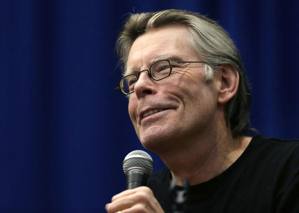 "Novelist Stephen King won't release his novel ""Joyland"" as an ebook."