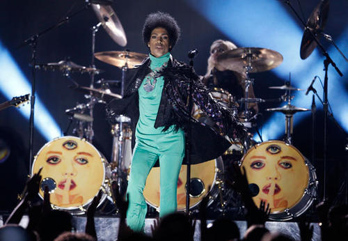 Prince performs during the Billboard Music Awards at the MGM Grand Garden Arena in Las Vegas, Nevada May 19, 2013.