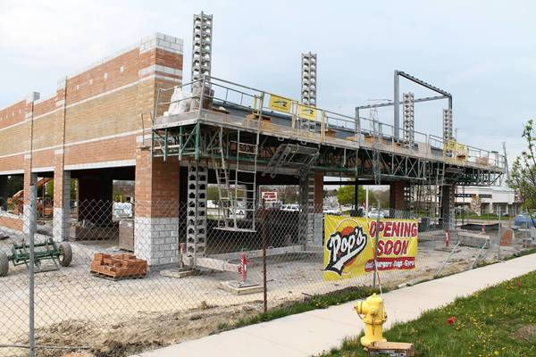 A popular southside beef sandwich shop will be the first tenant in a multi-business development on the former Mobil gas station property at 159th Street and 94th Avenue.