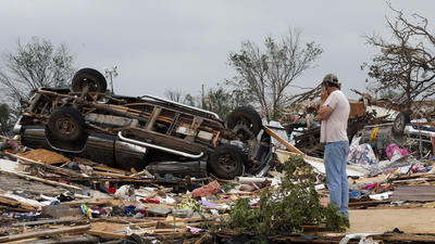 Updated: Crews dig through the night after deadly Oklahoma tornado
