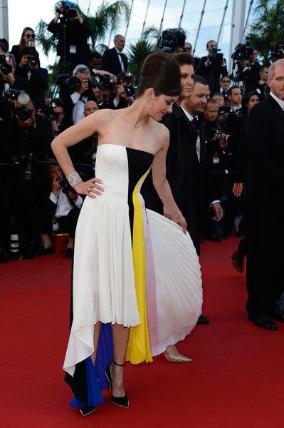 "Marion Cotillard shows off her Dior gown at ""Blood Ties"" premiere during the 66th Annual Cannes Film Festival at the Palais des Festivals on Monday."