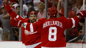 Red Wings beat Blackhawks, 3-1, and grab the lead in Western Conference series