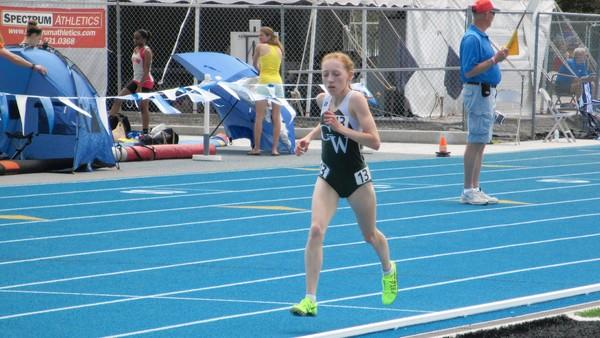 Madeline Perez running in Saturday's 3,200 finals.