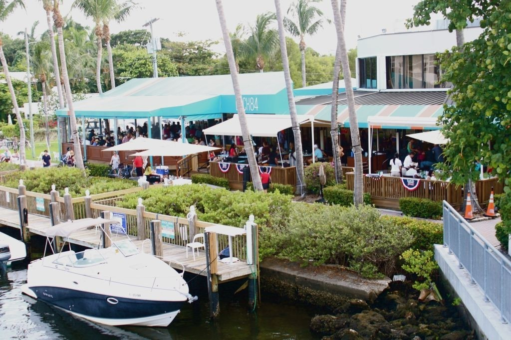 Opentable names best south florida outdoor restaurants for Blue moon fish company fort lauderdale
