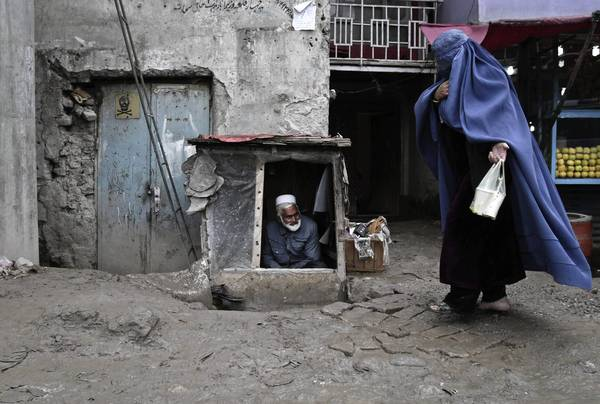AFGHANISTAN: Judges free three family members jailed for