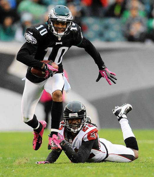 Philadelphia Eagles wide receiver DeSean Jackson (10) runs past Atlanta Falcons cornerback Asante Samuel (22) at Lincoln Financial Field in Philadelphia on Sunday, October 28, 2012.