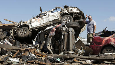 Obama to visit tornado-struck Oklahoma town as feds pledge aid