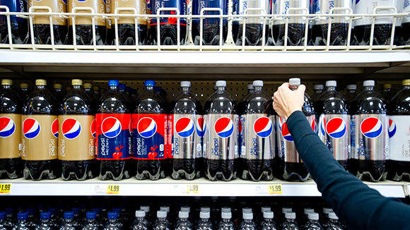 Pepsi is re-thinking its prices in parts of the U.S. in an effort to break consumers' habit of buying soda only when it's on sale.