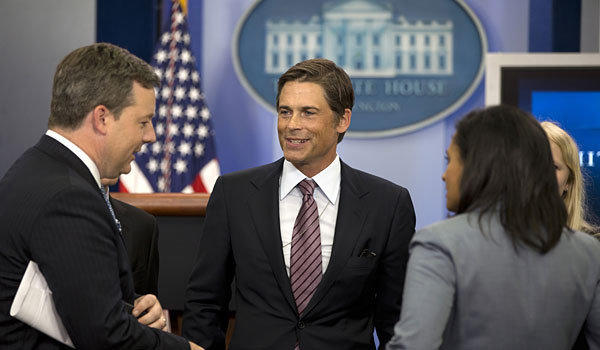 Rob Lowe, center, talks to Fox News reporter Ed Henry, left.