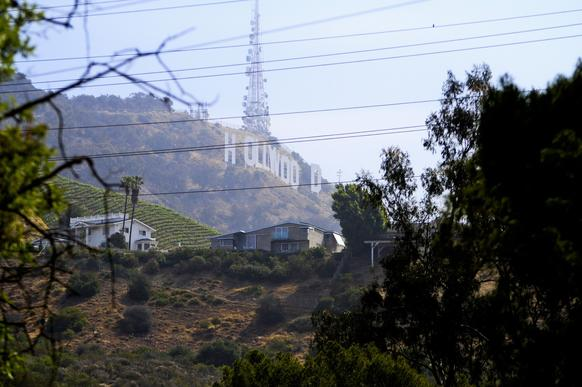 There are three gates along the Lake Hollywood path, with this walk starting on the north side, off Lake Hollywood Drive.