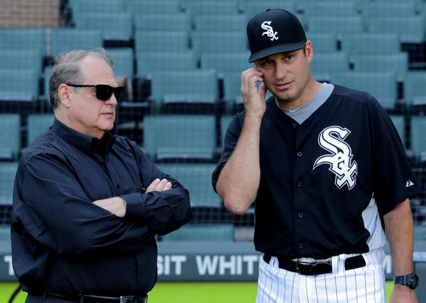 White Sox owner Jerry Reinsdorf and manager Robin Ventura talk before a game in 2012.