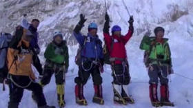 80-year-old climbs Mount Everest