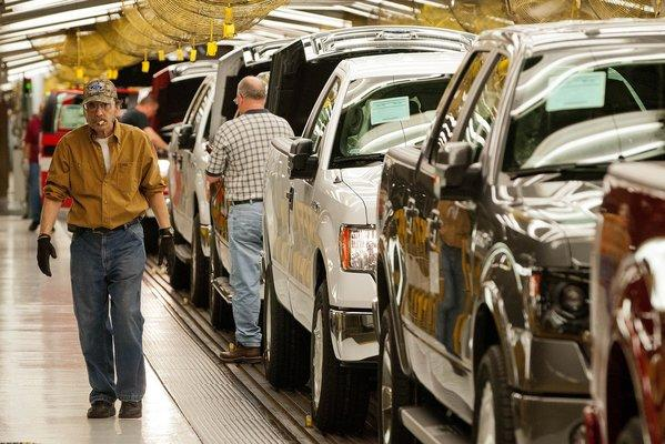 A Ford Motor Co. plant in Claycomo, Mo., that produces F-150 pickup trucks is bustling this month. Strong pickup sales are behind a May surge for auto dealers.