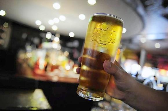 Microbreweries give cheer to British beer drinkers