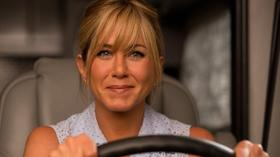 Jennifer Aniston strips in 'We're the Millers' trailer