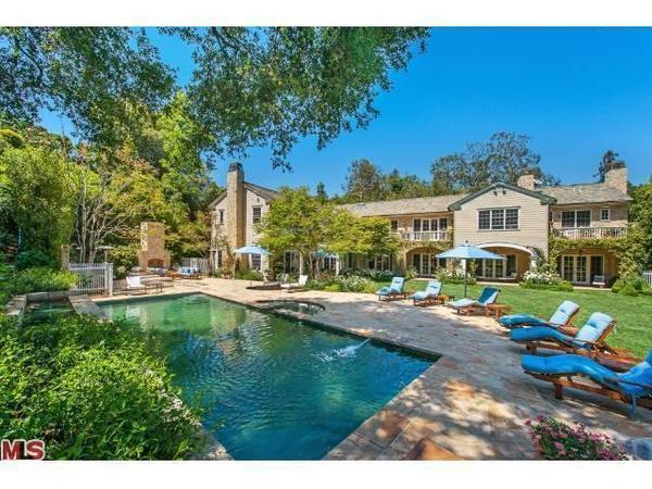 cougar towns christa miller and bill lawrence have priced their home at 10995 million