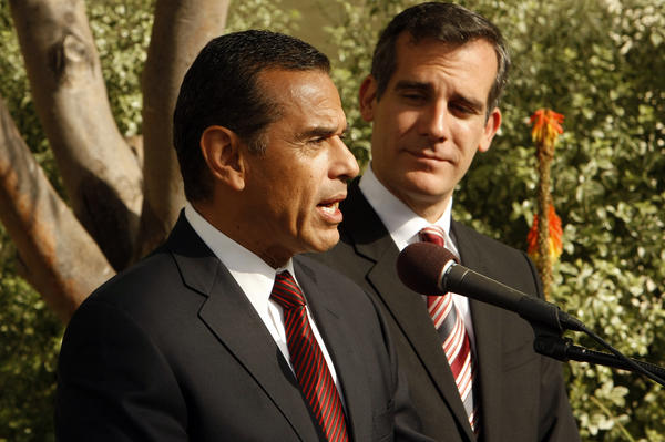 Mayor Antonio Villaraigosa and mayor-elect Eric Garcetti address the media after meeting over breakfast to talk about their transition.