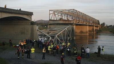 No one killed when Interstate 5 bridge collapses into river in Wash.