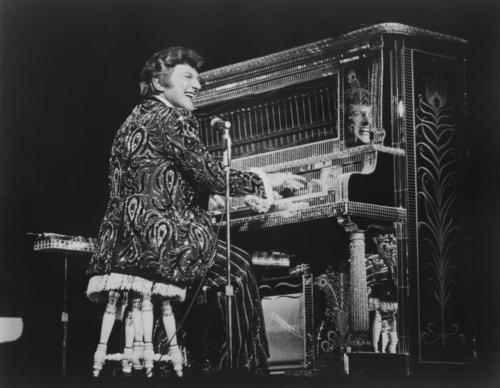 """""""Mr. Showmanship"""" takes to the keys of his upright honky tonk piano during a 1983 show at the MGM Grand in Las Vegas."""