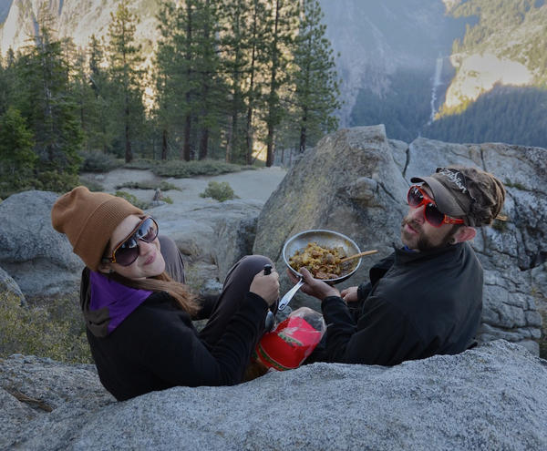 Yosemite: In spring, whispers, vows and dinner on a rock - Washburn Point: dinner with a view
