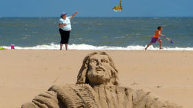 Randy Hofman, sculpting a beach ministry
