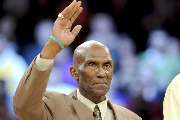 Former Lakers great Flynn Robinson, who was part of the 1971-72 Lakers championship team which won an NBA record 33 games in a row, passed away Thursday after a battle with cancer.