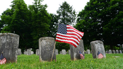 Decorating veterans' graves a Memorial Day tradition