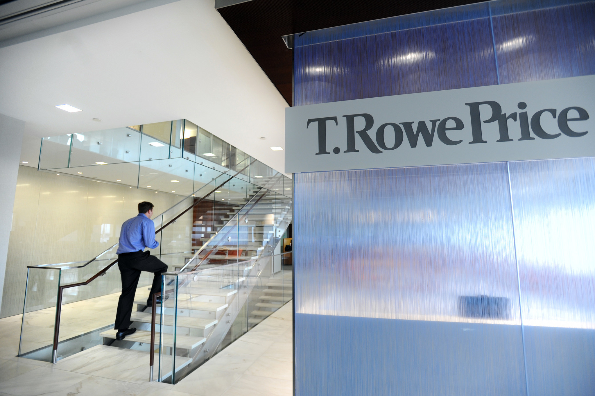 t rowe price sees an unusual turnover in portfolio managers in recent weeks chicago tribune. Black Bedroom Furniture Sets. Home Design Ideas