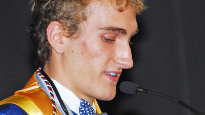 Despite objections, prayer goes on at Lincoln graduation