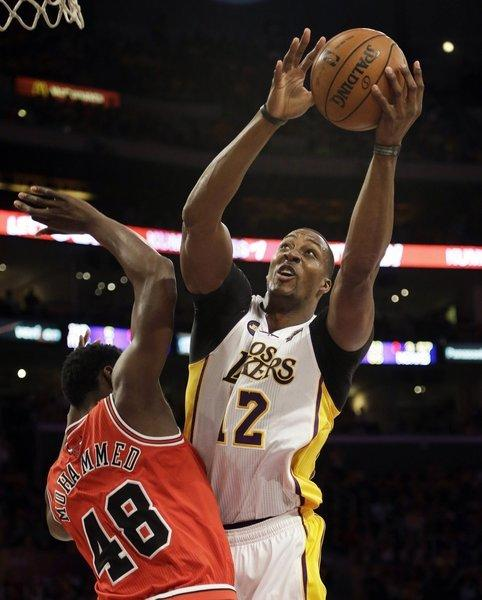 Lakers center Dwight Howard powers his way to the basket against Bulls power forward Nazr Mohammed.