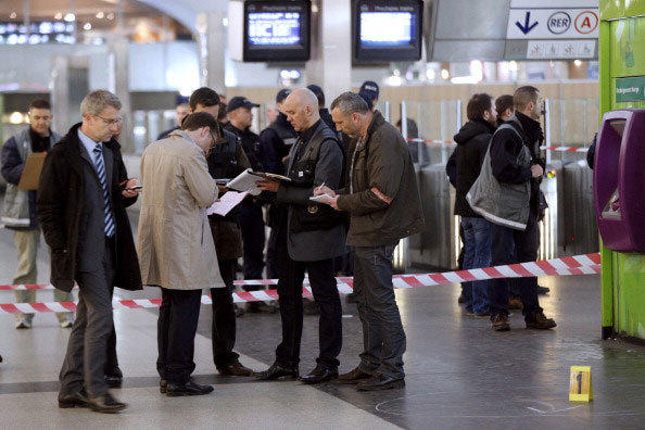 Police investigators and forensic experts work at the site where a man armed with a box cutter attacked a French soldier patrolling a subway station of Paris' business district, stabbing him in the neck, on May 25, 2013 in La Defense.