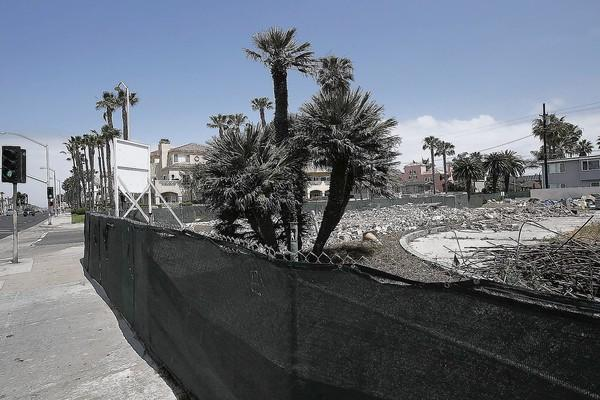 The site of the demolished Taco Bell on the corner of Ninth Street and Pacific Coast Highway.