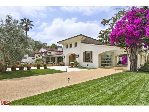 Actor Bruce Willis is asking $22 million for his Beverly Hills compound.