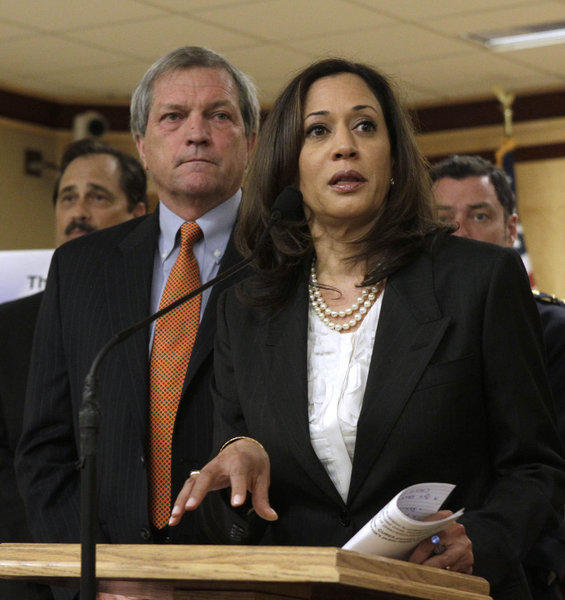 California Atty. Gen. Kamala Harris, joined by Sen. Mark DeSaulnier at a news conference, supported a measure calling for greater monitoring of prescription drugs.