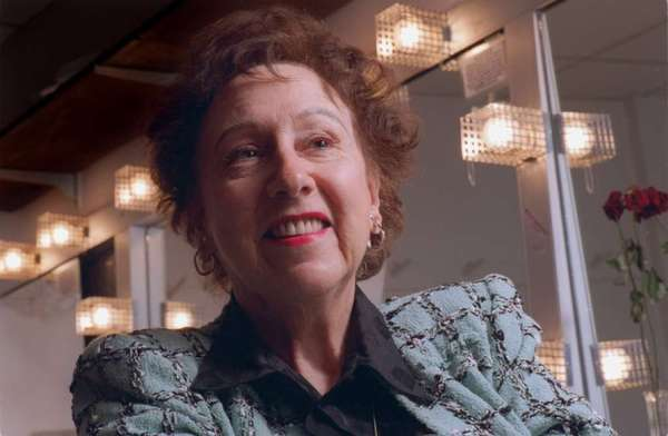 "Jean Stapleton, photographed in 1995 at Costa Mesa's South Coast Repertory, where she was starring in Noel Coward's ""Blithe Spirit."""