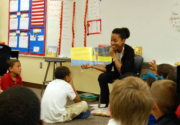 Sawgrass Bay Elementary second-grade teacher Bianca Williams reads to her classroom during a math lesson. Williams is mixing Common Core standards into her teaching this year which calls for students to think more critically and work in groups.