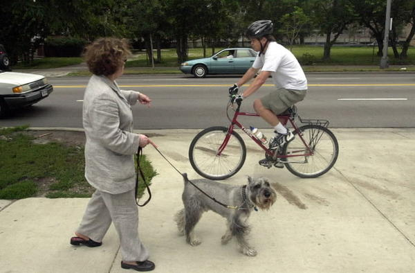 Cyclist rides on sidewalk north of Hollywood Avenue and Sheridan Road where the Lakefront bike path ends. Resident Marsha Fishman tells cyclist to walk bike but was ignored. (July 25, 2001)