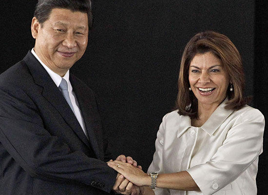 Chinese President Xi Jinping, left, and Costa Rican President Laura Chinchilla at the presidential house Monday in San Jose, Costa Rica.