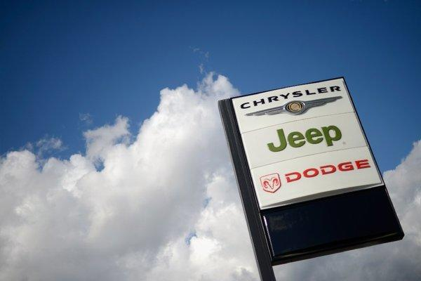 Chrysler recalls 630,000 Jeep SUVs for transmission, other problems