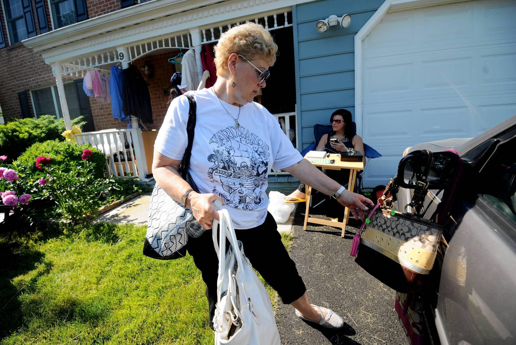 yard sale junkies are in full summer season swing baltimore sun