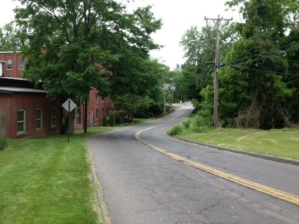 Residents near Williams Street East are petitioning the town for sidewalks connecting Willieb Street and New London Turnpike.